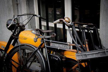 Amsterdam | Jawa Motorrad und Opoe Männerfahrrad von Mark Zoet