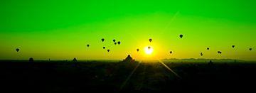 Luchtballonen zonsopgang Bagan Myanmar van