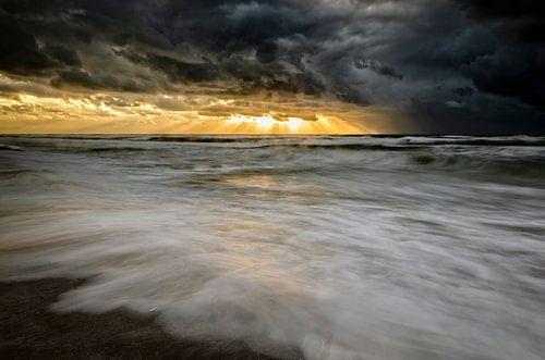Storm at sea von Richard Guijt