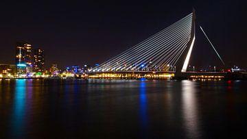 Skyline Rotterdam by Night van Fayola Henderikse