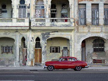Klassisches amerikanisches Auto auf Malecon in Havana Cuba. von Maurits van Hout