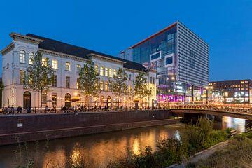 Utrecht in de avond langs de hernieuwde Singel