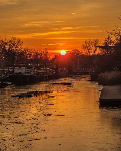 Zonsondergang aan de Piushaven van