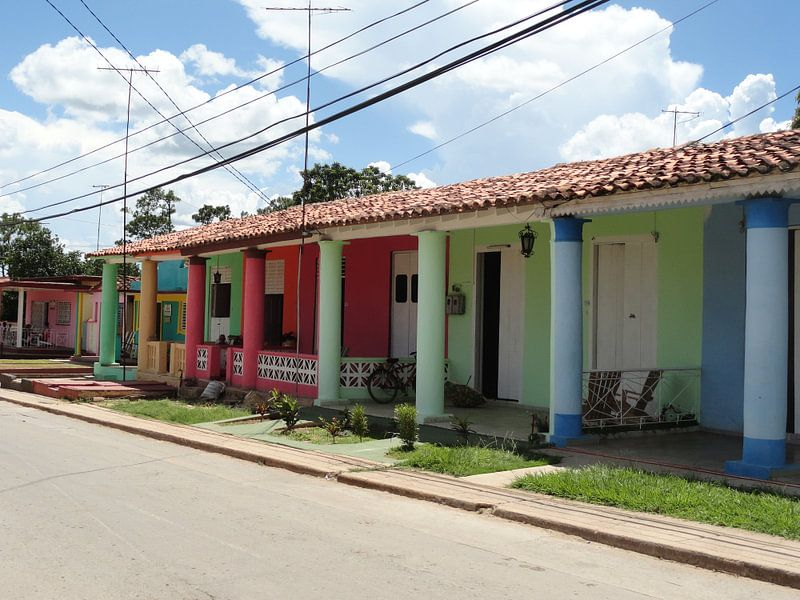Kleurrijke huizen in Trinidad Cuba van Bianca Louwerens