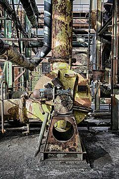 Ancienne chaudière dans une usine abandonnée sur Yvonne Smits