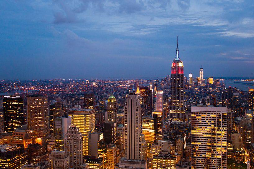 New York by Night. van Laura Vink