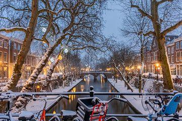 Sneeuw op de oude gracht van zeilstrafotografie.nl