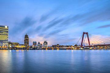 Rotterdam tussen Willemswerf en Willemsbrug van Frans Blok