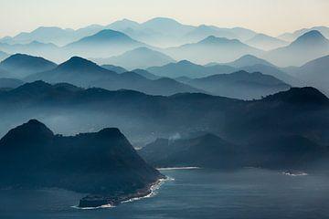 Mistige bergen van Tijmen Hobbel