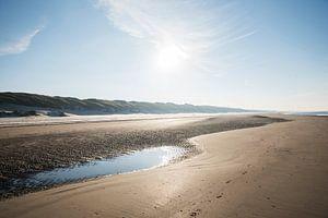 Strand  in de Winter bij Wijk aan Zee (Noord-Holland) van Corali Evegroen