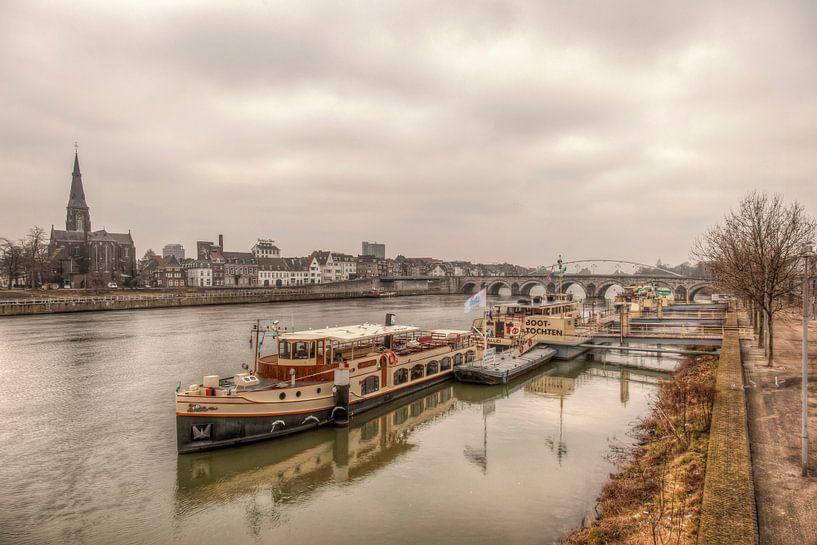 Uitzicht op Maastricht van John Kreukniet