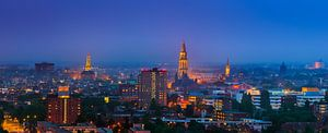 De stad Groningen tijdens het blauwe uur