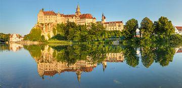 Kasteel Sigmaringen aan de Donau bij zonsondergang van Markus Lange