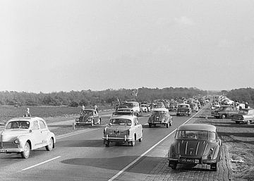 Zonnig dagje Zandvoort jaren '60 van Timeview Vintage Images