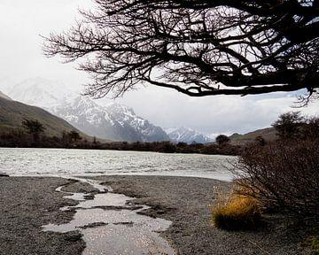 Prachtig meer in Fitz Roy, Argentinië van Derrick Kazemier