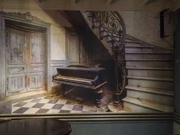 Klantfoto: De verlaten piano en de trap van Truus Nijland