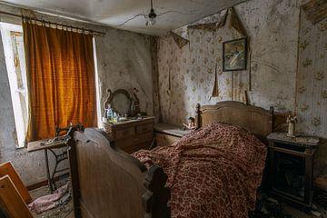Altmodisches, verlassenes Schlafzimmer von Het Onbekende