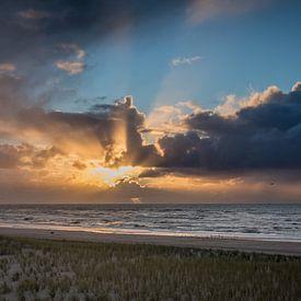 Zonsondergang tijdens een winterstorm 02 van Arjen Schippers