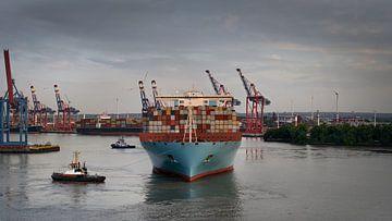Porte-conteneurs dans le port de Hambourg sur Jonas Weinitschke