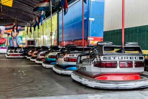 De botsauto's staan er klaar voor! van Don Fonzarelli