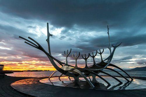 Solfar, een beroemd IJslands kunstwerk. van Gerry van Roosmalen