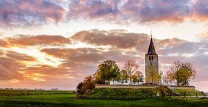 Kerktoren op een terp