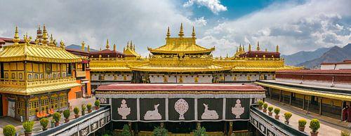 Op het dak van de Jokhang tempel in Lhasa, Tibet