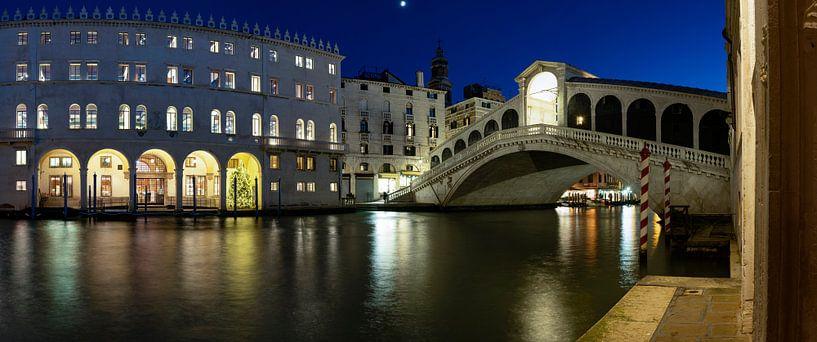 Nachts an der Rialtobrücke (Venedig) von Andreas Müller