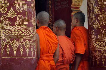 Boeddhistische monniken in kleurrijke tempel van Affectfotografie