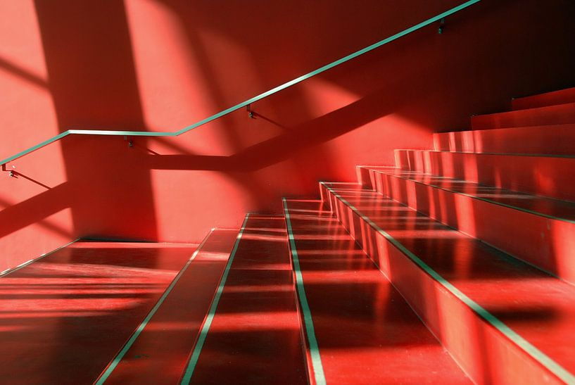 Abstract van rode trap van Annemie Hiele