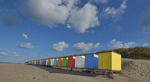 Vrolijk gekleurde strandhuisjes van Gerard Veerling