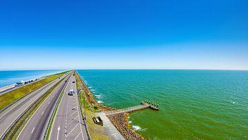 Der Afsluitdijk zwischen dem IJsselmeer und der Nordsee von Günter Albers