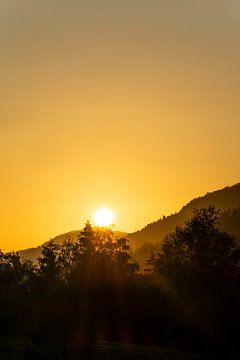 Gouden zonsondergang Preikestolen van Eline Huizenga