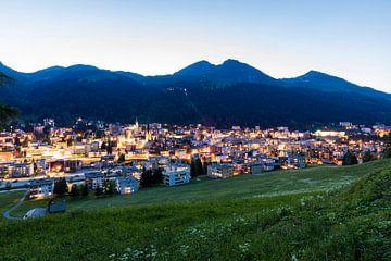 Davos en Suisse la nuit sur Werner Dieterich