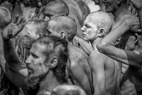 Naga sadhu op het Kumbh Mela festival in Haridwar India van