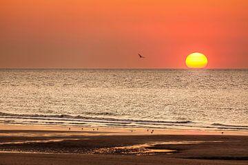 Zonsondergang strand Middelkerke van Rob Boon