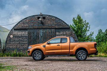 Oranje Ford Ranger Wildtrak Pickup. van Bas Fransen