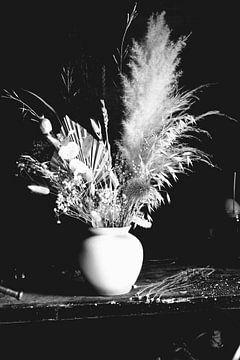 Schwarzes und weißes Trockenbouquet von Niek Traas