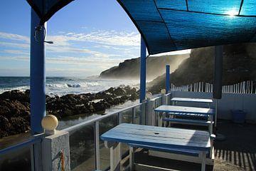 Terras aan woeste kust Mosselbaai Zuid-Afrika van