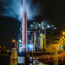 Fabriek bij nacht van Renate Oskam