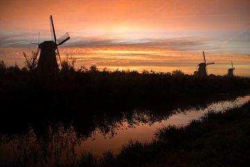 Les moulins à vent au lever du soleil