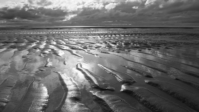 Golven in het Zand van Zeeland op Foto