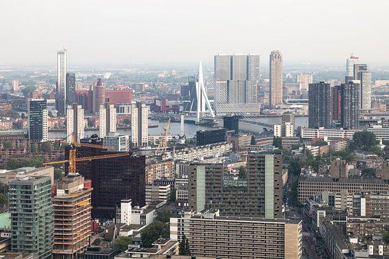 Het stadscentrum van Rotterdam met de Erasmusbrug
