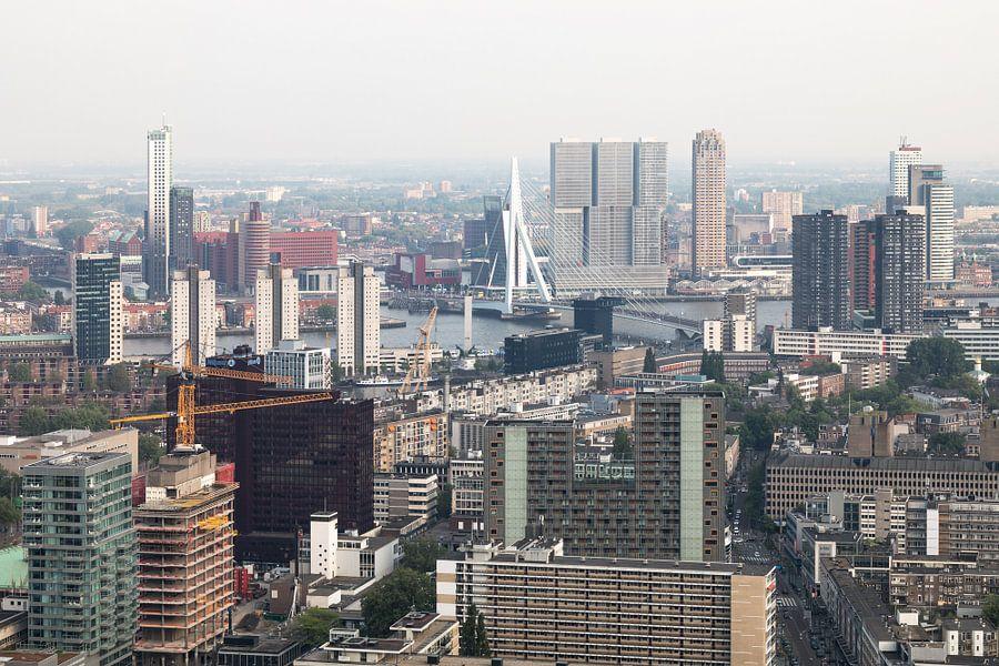 Het stadscentrum van Rotterdam met de Erasmusbrug van MS Fotografie