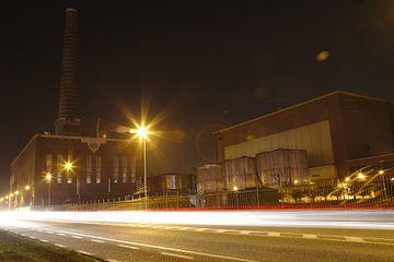 Fabriek met verkeer van Wim Verstuyf