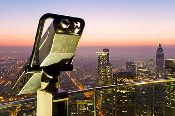 Blick vom Maintower über Frankfurt am Main bei Nacht von Werner Dieterich