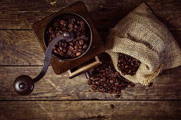 Kaffeemühle mit Bohnen
