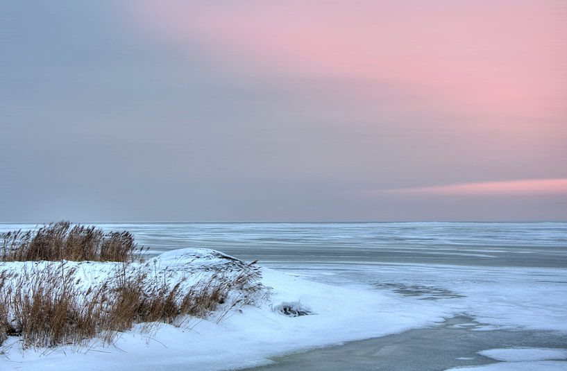 Bevroren IJsselmeer van Franke de Jong