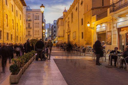 Valencia straat scène in de avond