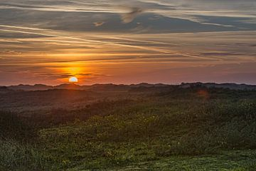 zonsondergang boven de duinen van Michel Knikker